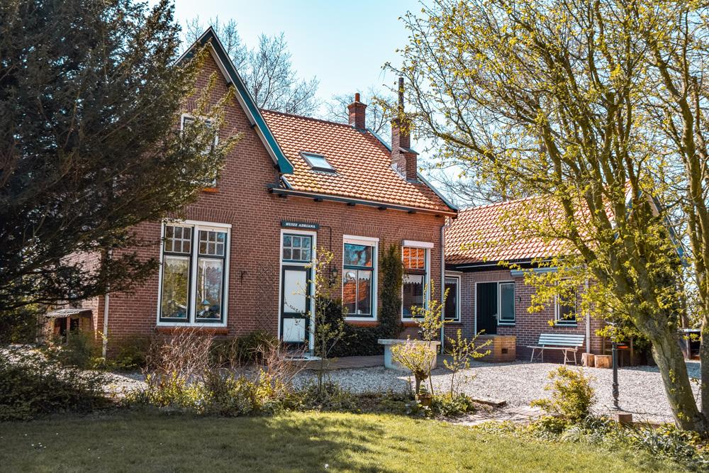 Huize Adriana Wolphaartsdijk klein 4 - Slapen in het huis van boer Bastiaan van Boer zoekt Vrouw? Het kan!