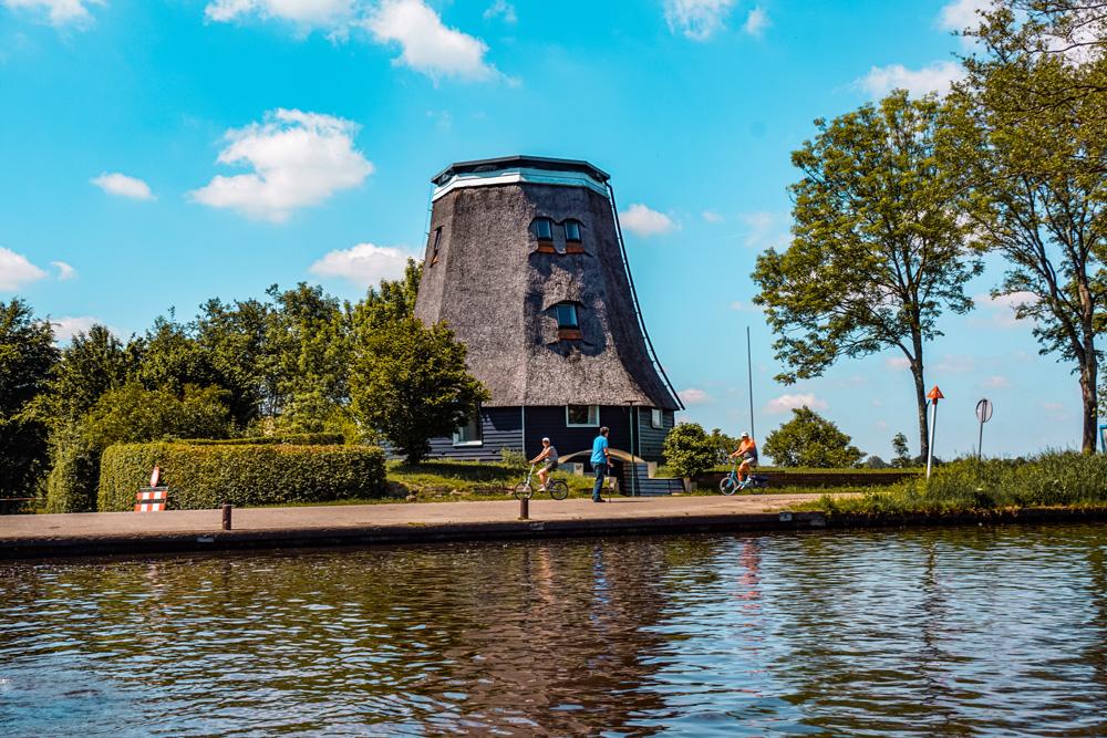 Giethoorn 4 - Varen in Giethoorn: dit wil je weten over het huren van een bootje