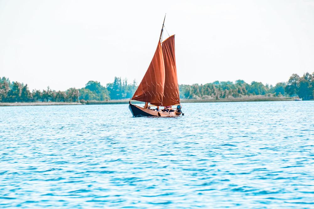 Giethoorn 6 - Varen in Giethoorn: dit wil je weten over het huren van een bootje