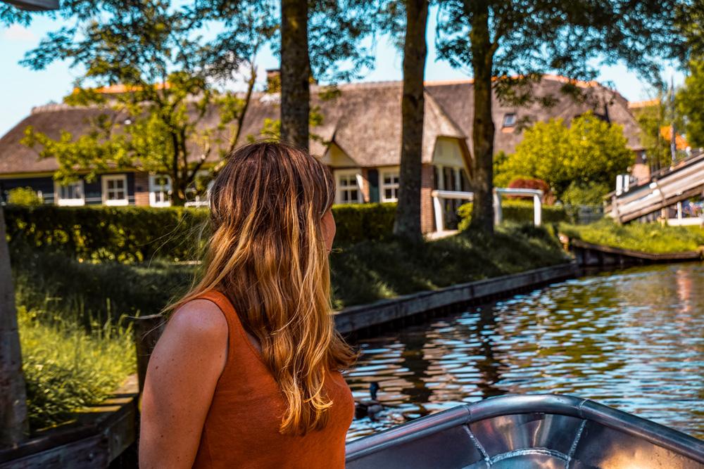 Giethoorn 7 - Varen in Giethoorn: dit wil je weten over het huren van een bootje