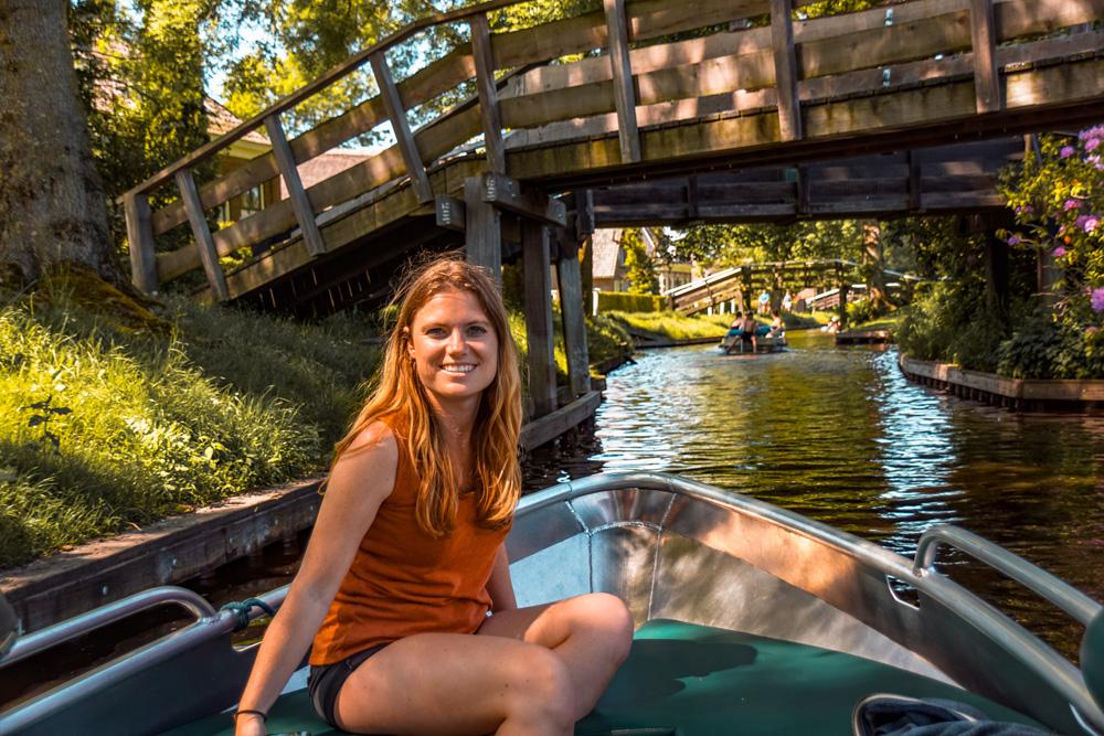 Giethoorn 9 - Varen in Giethoorn: dit wil je weten over het huren van een bootje