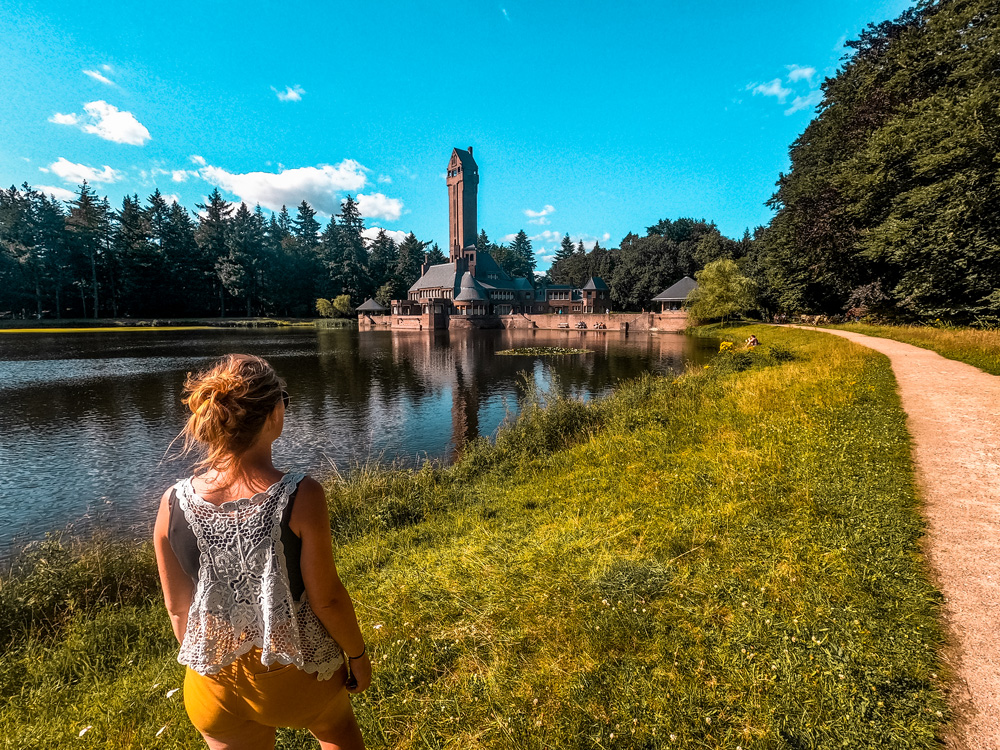 Nationaal Park de Hoge veluwe Jachthuis Sint Hubertus 2 - Nationaal Park De Hoge Veluwe: een echt fietsparadijs